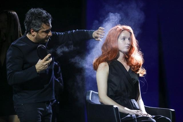 """Angelo Seminara đã làm """"bùng cháy"""" sân khấu Nhà hát Lớn với những tác phẩm 3D điêu luyện."""