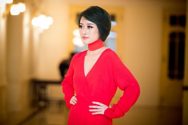 Phí Linh vốn là một sinh viên khoa Biên dịch tiếng Anh