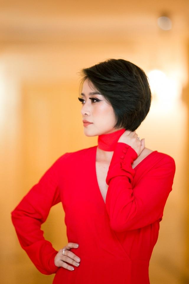 Linh cũng là một cô gái luôn quan sát nghệ thuật, đó là một mối nhân duyên đặc biệt để ngày hôm nay cô trở thành một MC chuyên về mảng văn hóa, giải trí. Cô cũng là một MC luôn biết cách thể hiện sự tự do trong suy nghĩ, góc nhìn.