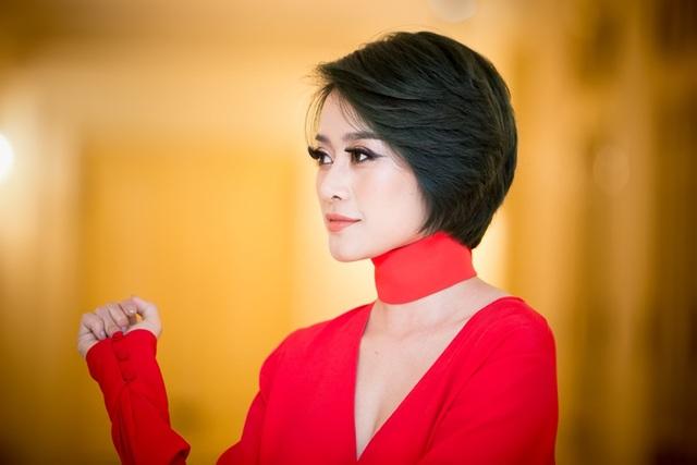Để rồi ngay từ những năm tháng sinh viên, Linh đã cộng tác với Đài Truyền hình Việt Nam ở nhiều chương trình khác nhau, chăm chỉ, góp nhặt kiến thức trong nghề và rất có tinh thần cầu thị.
