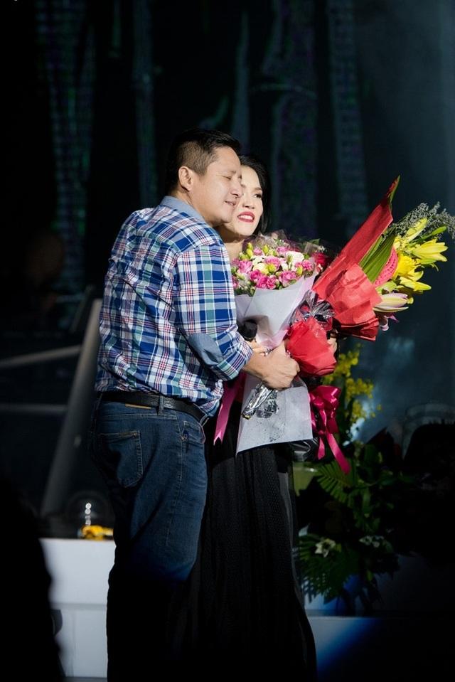 Ca sĩ Thu Phương cùng NSƯT Chí Trung trong ngày nữ ca sĩ trở về với ngôi nhà xưa yêu dấu.