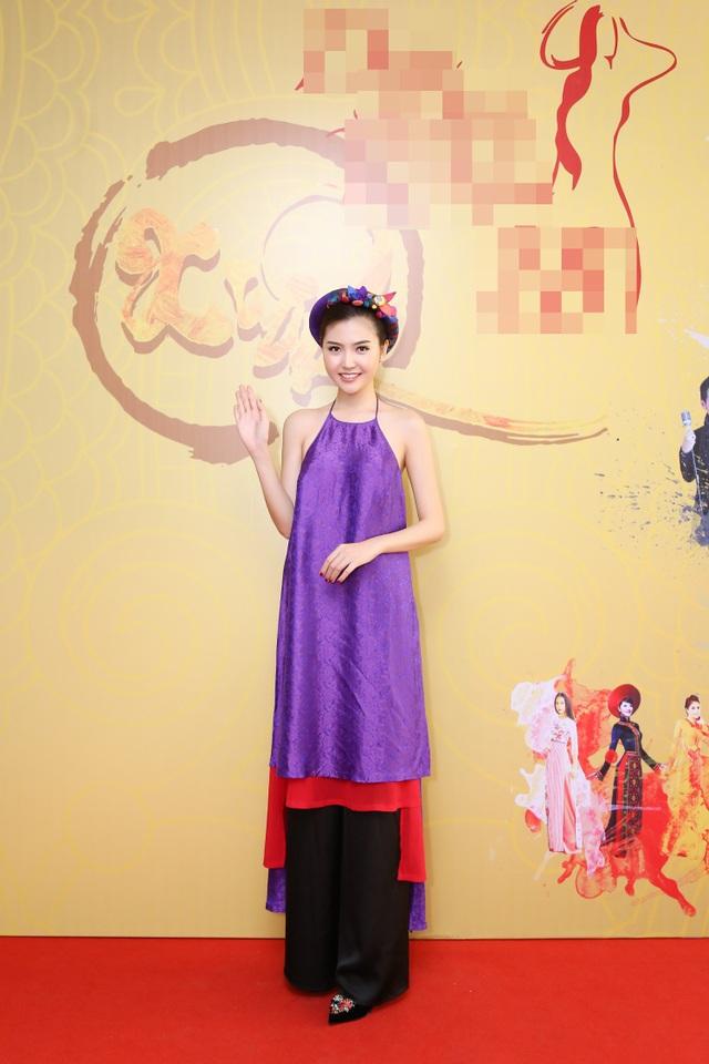 Hoa hậu Ngọc Duyên mặc áo yếm gợi cảm đọ dáng cùng dàn mẫu - 5