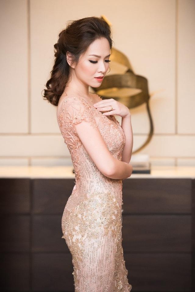 Hồng Nhung, Lệ Quyên đọ sắc Thụy Vân, Đan Lê với váy áo gợi cảm - 10