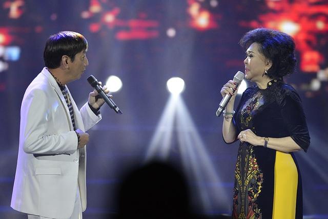 Ca khúc Thành phố buồn cất lên da diết với màn song ca của danh ca Giao Linh và tiếng hát Trường Vũ.