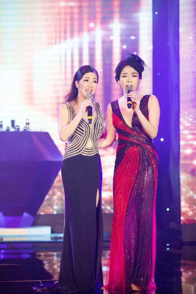 Tham gia chương trình Lệ Quyên còn có màn hòa giọng cùng Hồng Nhung mang đến nhiều cảm xúc cho khán giả.