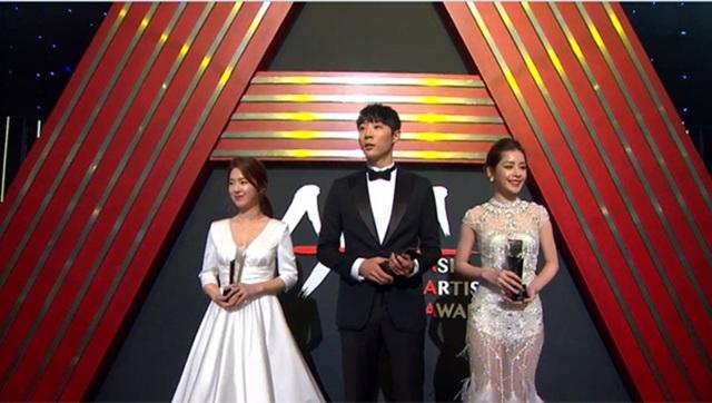 """Tại lễ trao giải, Chi Pu bất ngờ được xướng tên cho giải thưởng Rising Star - Nghệ sĩ mới Châu Á"""" - lĩnh vực Điện ảnh."""