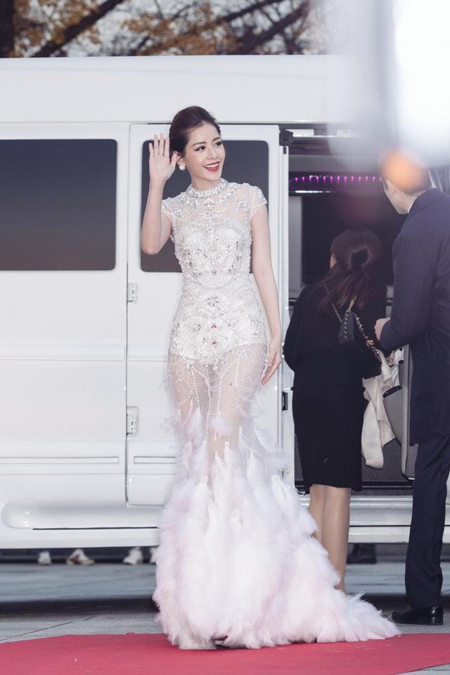 """Chiều 16/11, Chi Pu xuất hiện rạng rỡ trên thảm đỏ lễ trao giải """"Asia Artist Awards 2016"""" diễn ra tại Seoul, Hàn Quốc."""