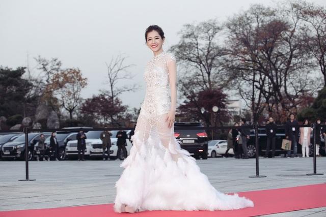 """Chi Pu thắng giải """"Ngôi sao mới châu Á"""", """"đọ sắc"""" Park Shin Hye - 4"""