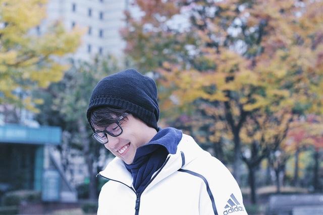 Quang Bảo cũng tranh thủ tận hưởng thời tiết rất đẹp của Hàn Quốc mùa này. Hiện nay, Quang Bảo đang nằm trong Top 2 bảng Én Toàn Năng của cuộc thi Én Vàng 2016, thử thách cuối cùng của chàng MC trẻ lần này chính là dẫn dắt chương trình thực tế cùng khách mời là NSƯT Thành Lộc.