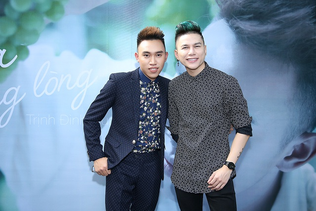 Hoàng Tôn đến chúc mừng Trịnh Đình Quang.