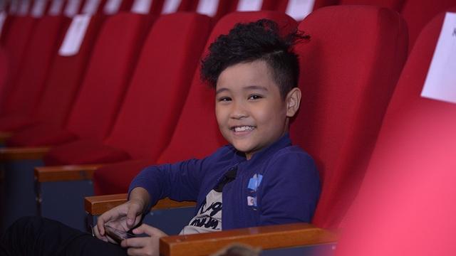 Bé Nhật Minh - Quán quân The Voice Kids 2016 sẽ song ca tiết mục Việt Nam ơi cùng nữ ca sĩ Dương Hoàng Yến.