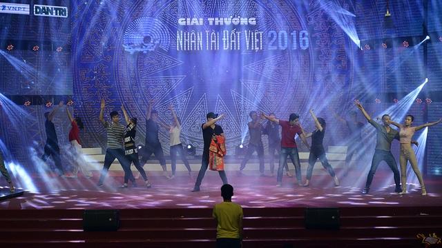Minh Quân cùng Quán quân The Voice Kids tích cực tổng duyệt Nhân tài đất Việt - 11