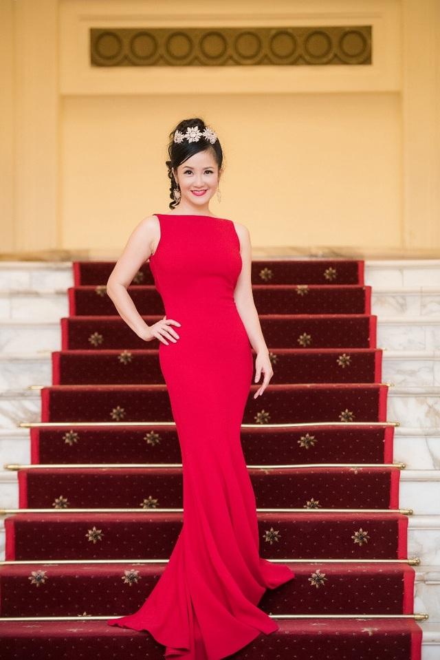Diva Hồng Nhung đã tập yoga trong nhiều năm và giờ đây, trong showbiz Việt, Hồng Nhung được coi là người đẹp yoga.
