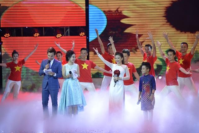 Nếu như Dương Hoàng Yến có thế mạnh bởi giọng hát có nội lực, quãng rộng, xử lí tinh tế thì bé Nhật Minh lại gây ấn tượng với giọng hát cao vút, hiếm thấy ở một giọng ca thiếu nhi.