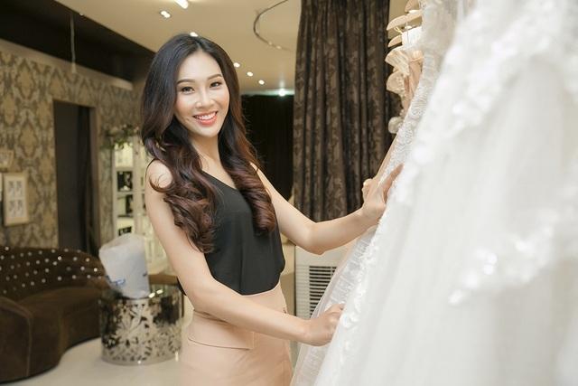 Mới đây, Diệu Ngọc đã thử những thiết kế dạ hội mà cô sẽ mang đến Hoa hậu Thế giới 2016.