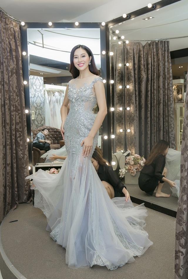 Hiện tại, người đẹp Đà Nẵng chuẩn bị gần như hoàn tất các hành trang để có thể thi đấu với tinh thần thoải mái, tự tin nhất với khoảng 130 đại diện nhan sắc trên toàn thế giới.