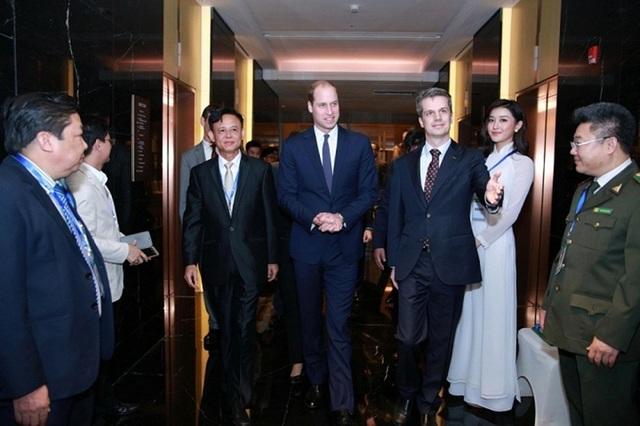 Huyền My được giao trọng trách đón tiếp Hoàng tử Anh William đến Việt Nam tham dự một sự kiện. (Ảnh: NVCC).