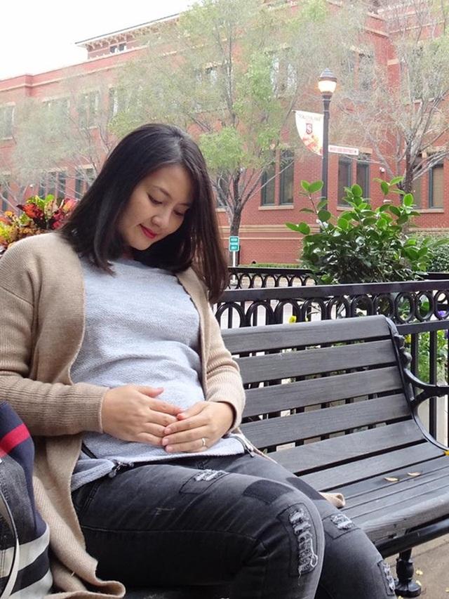 Sau tin vui có em bé được Ngọc Lan chia sẻ độc quyền cùng Dân trí thì đây là lần đầu tiên cô chụp ảnh đang mang thai và chia sẻ cùng khán giả. Bộ ảnh được Ngọc Lan chụp khi sang Mỹ duy lịch cùng chồng Thanh Bình.
