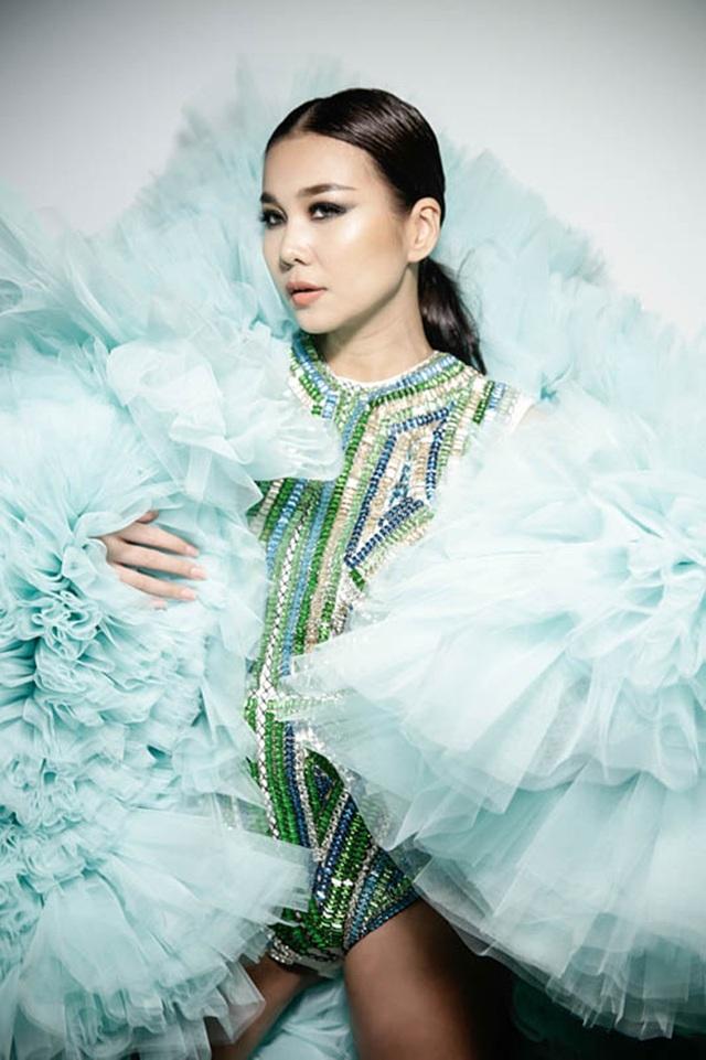 Vốn là một trong những người mẫu hàng đầu Việt Nam, Thanh Hằng làm việc rất chuyên nghiệp và thân thiện.