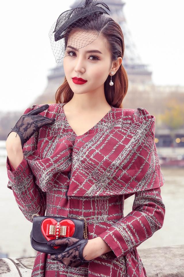 Được mời đến Pháp dự show thời trang nổi tiếng toàn cầu vào đêm 30/11 tới, Ngọc Duyên hào hứng ghi lại những khoảnh khắc đẹp về mùa thu Paris mà Ngọc Duyên có dịp được thưởng lãm khi đến đây.