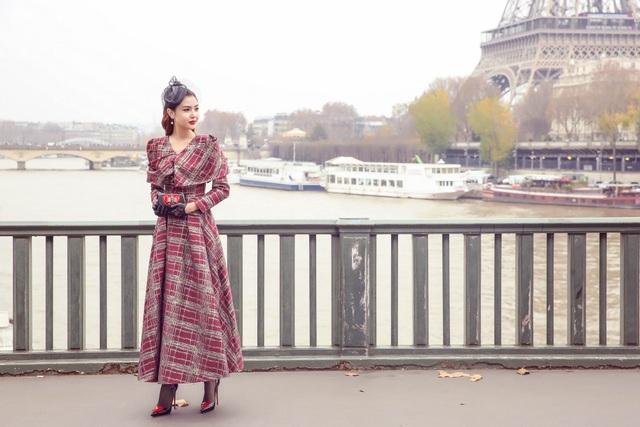 """HH Ngọc Duyên """"hóa"""" quý cô lãng mạn, thưởng lãm Paris mùa thu về - 15"""