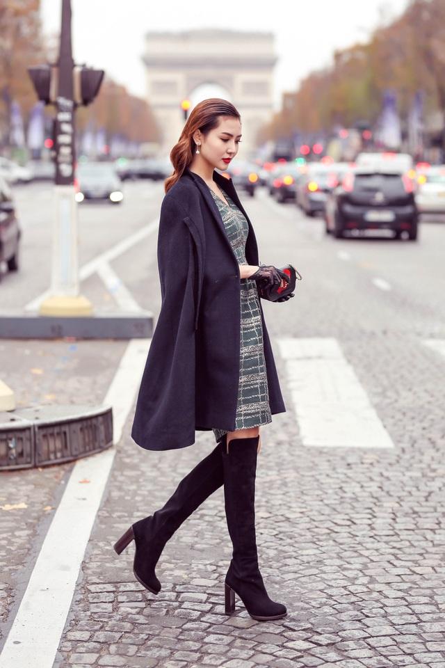 Trong những bộ đầm thanh lịch và sang trọng, Ngọc Duyên trở thành quý cô quyền quý xuất hiện trên phố Paris lãng mạn.