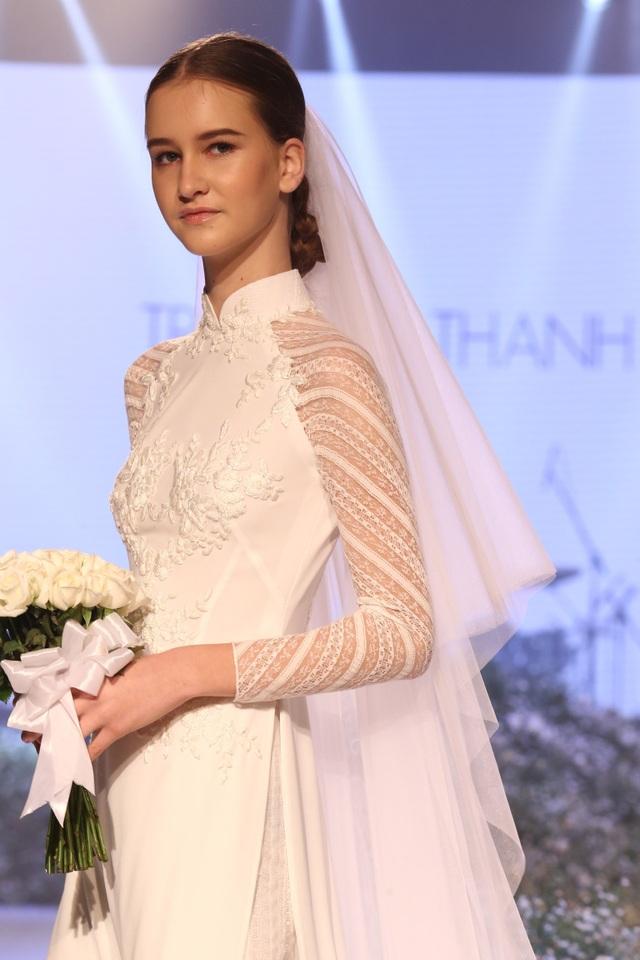 Dàn người đẹp thanh lịch với áo dài cưới tinh khôi - 6
