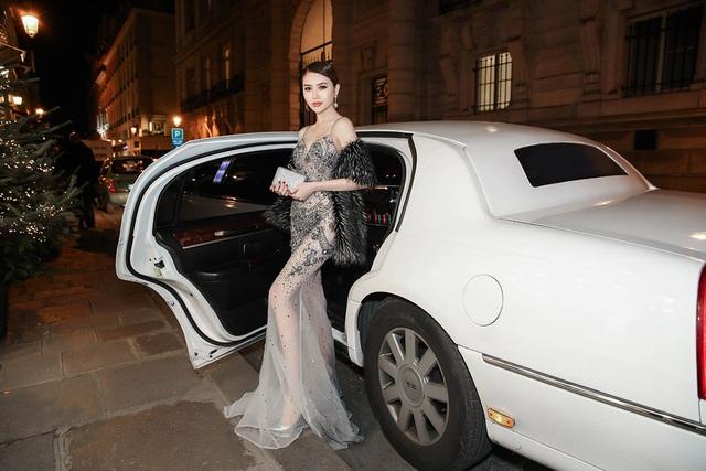Hoa hậu Ngọc Duyên ngồi siêu xe đến show diễn thế giới - 3