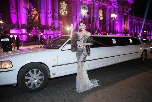 Hoa hậu Ngọc Duyên ngồi siêu xe đến show diễn thế giới - 5