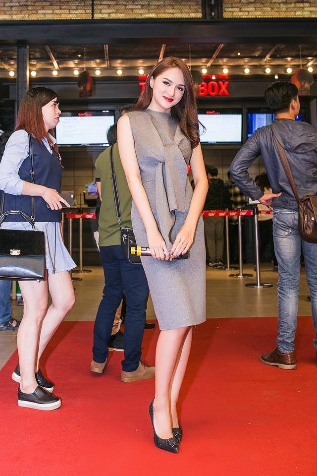 Hương Giang Idol đảm nhiệm MC dẫn dắt chương trình.