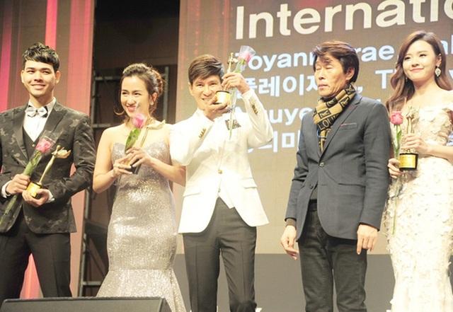 DJ Trang Moon - Gương mặt nổi bật trong cuộc thi The Remix cũng bất ngờ được xướng tên lên nhận giải thưởng Nữ DJ xuất sắc châu Á 2016 tại lễ trao giải Korean Culture Entertainment Awards.