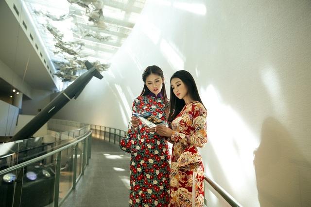 Mỹ Linh, Thanh Tú đã tham quan Bảo tàng bom nguyên tử.