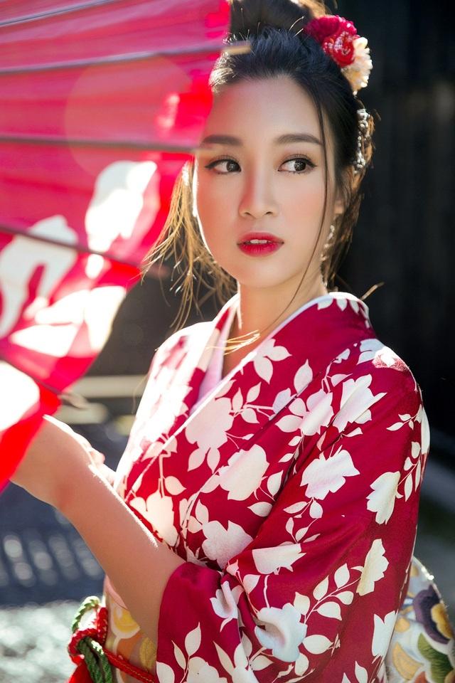 Hoa hậu Đỗ Mỹ Linh cũng hóa thân thành người phụ nữ Nhật Bản trong trang phục Kimono