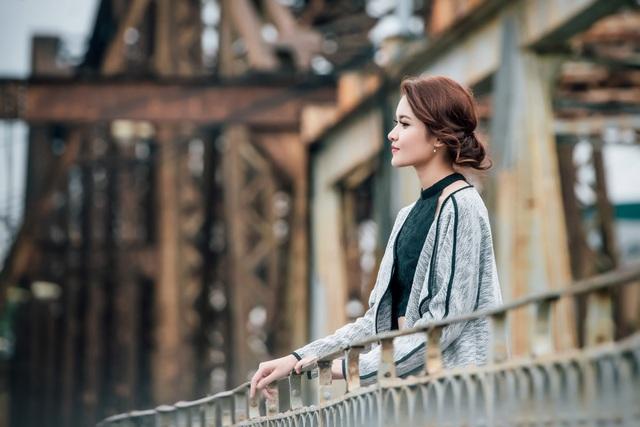 """""""Dù mới là lần thứ hai đặt chân đến Hà Nội, Thùy Dung vẫn cảm nhận được sự thân thuộc đối với thành phố này, Thùy Dung nói về chuyến đi."""
