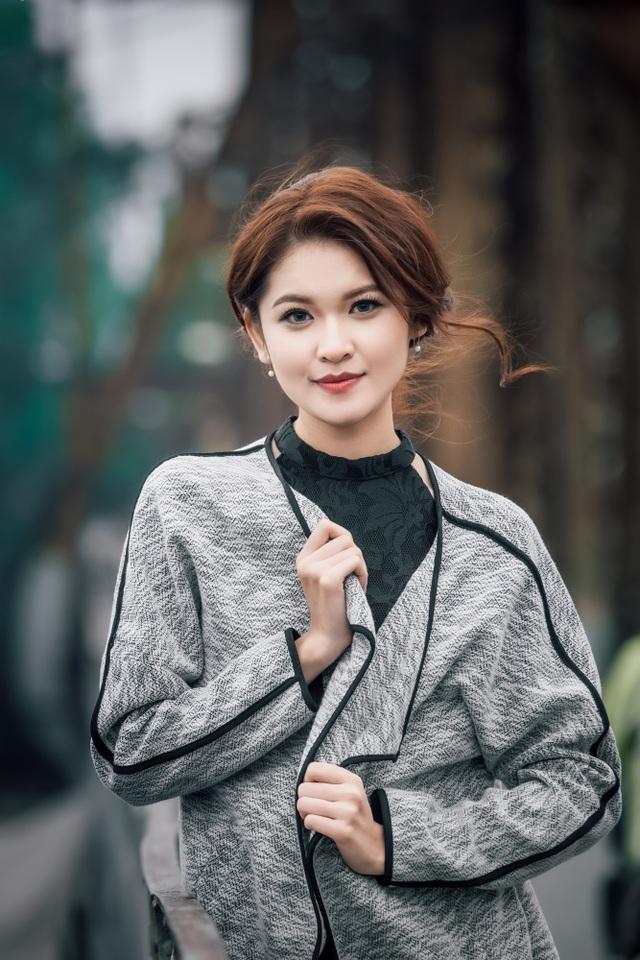 Mới đây, Thuỳ Dung có chuyến công tác ngắn tại Hà Nội. Đây là lần thứ hai trong năm 2016 cô được ra thăm Thủ đô và có thời gian rảnh rỗi khám phá các địa danh, thắng cảnh nổi tiếng.
