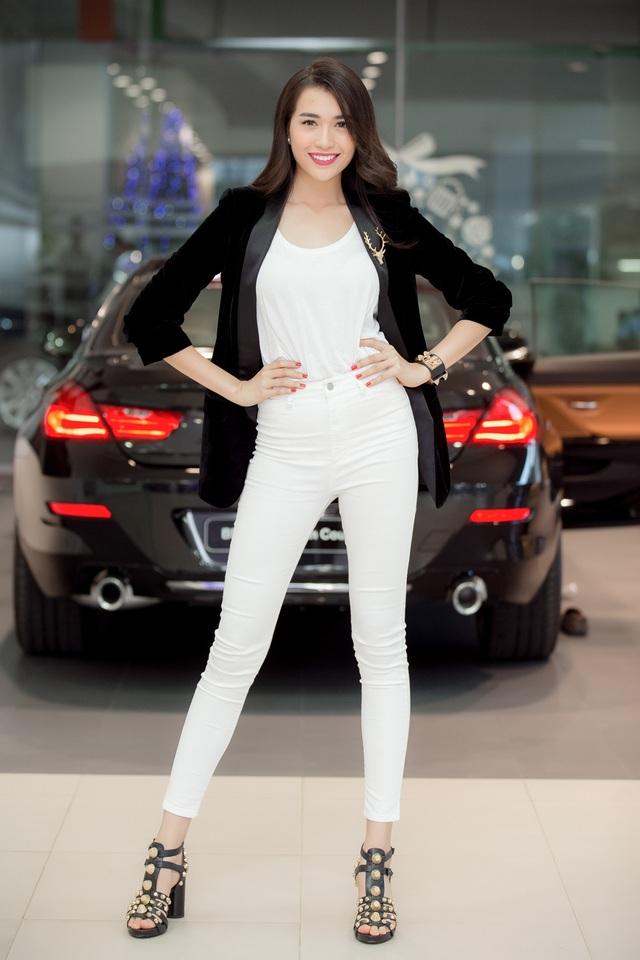 Chiều cao 1,73 m, số đo ba vòng là 81-64-89 cm giúp cho việc kết hợp trang phục của cô cũng dễ dàng hơn. Vẻ đẹp khỏe khoắn, hơi hướng phương Tây, chiều cao nổi bật giúp cô thường xuyên được mời vào vị trí vedette trên sàn catwalk.