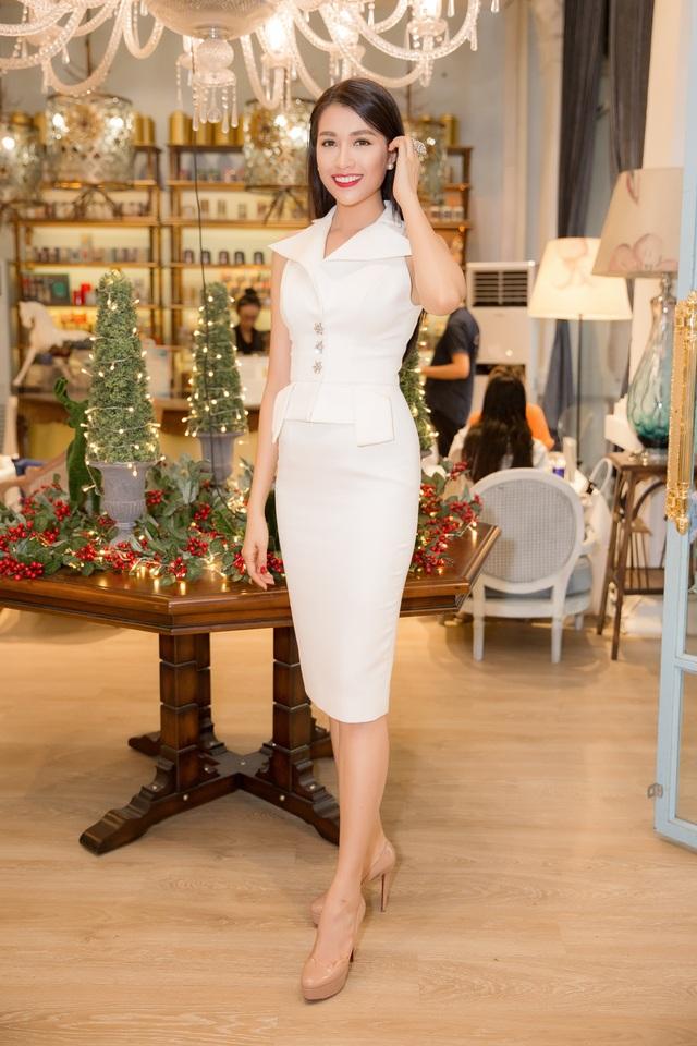 Lệ Hằng từng vào đến chung kết Hoa hậu các dân tộc Việt Nam, chung kết Hoa hậu Việt Nam 2012, giành quán quân cuộc thi tìm kiếm người mẫu Elite Model Look 2014.