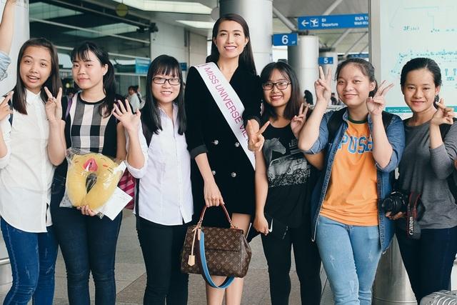 Á hậu Lệ Hằng được CNN phỏng vấn khi vừa đặt chân đến Philippines - 12
