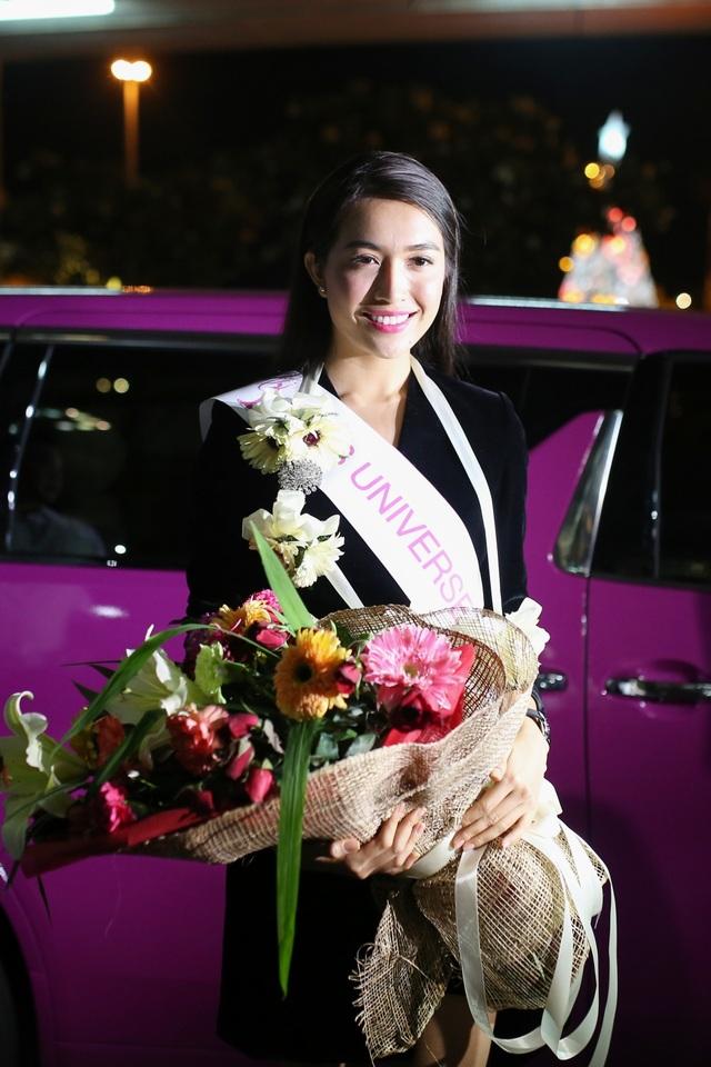 Á hậu Lệ Hằng được CNN phỏng vấn khi vừa đặt chân đến Philippines - 8