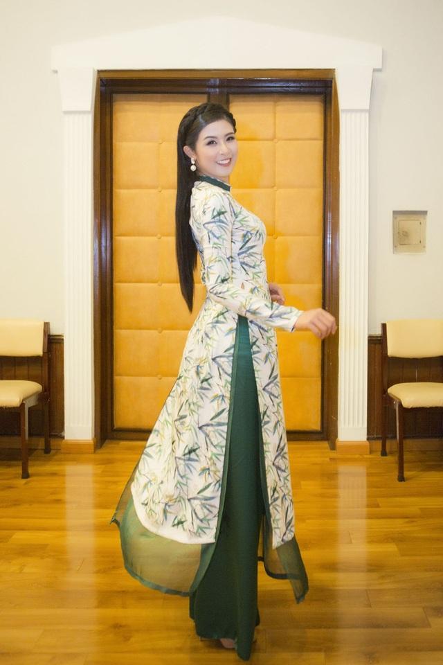 Vốn dành nhiều tâm huyết cho áo dài, Ngọc Hân luôn cố gắng quảng bá cho trang phục truyền thống của dân tộc trong mỗi hoạt động văn hoá, giải trí mà cô tham gia.