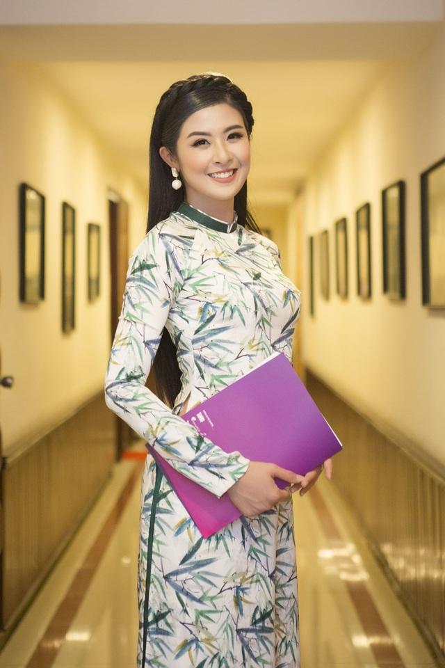 Người đẹp cho biết, với cương vị là một Hoa hậu, trách nhiệm của cô là phải tuyên truyền cho thế hệ trẻ biết giữ gìn và phát huy những nét đẹp văn hoá của dân tộc đặc biệt là trong bối cảnh văn hoá phương Tây du nhập nhiều.