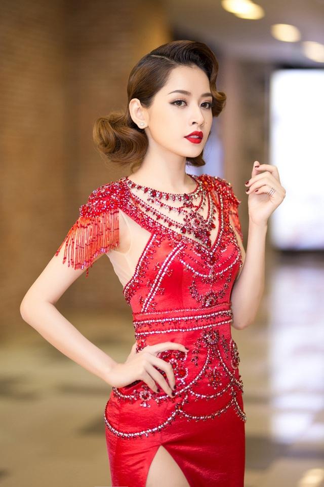 Vừa trở về sau những chuyến đi nhận giải thưởng liên tiếp ở Hàn Quốc, Chi Pu lạ lẫm với bộ váy ôm sát, khoe thân hình quyến rũ.