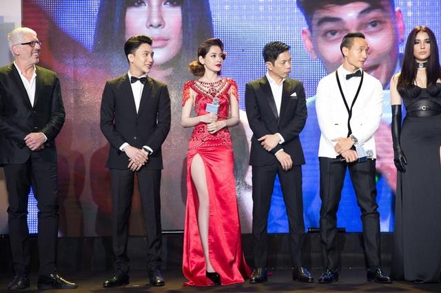 Tối ngày 12/12, dàn diễn viên: Thái Hòa, Kim Lý, Chi Pu, Diệp Lâm Anh, B Trần… đã hội ngộ, giao lưu với công chúng.