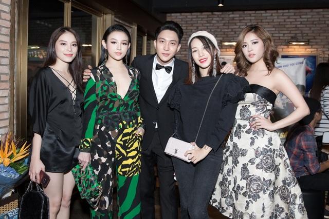 Milan Phạm có dịp hội ngộ cùng B Trần và dàn hot girl Hà Nội như: Linh Rin, Huyền Baby, Emily.