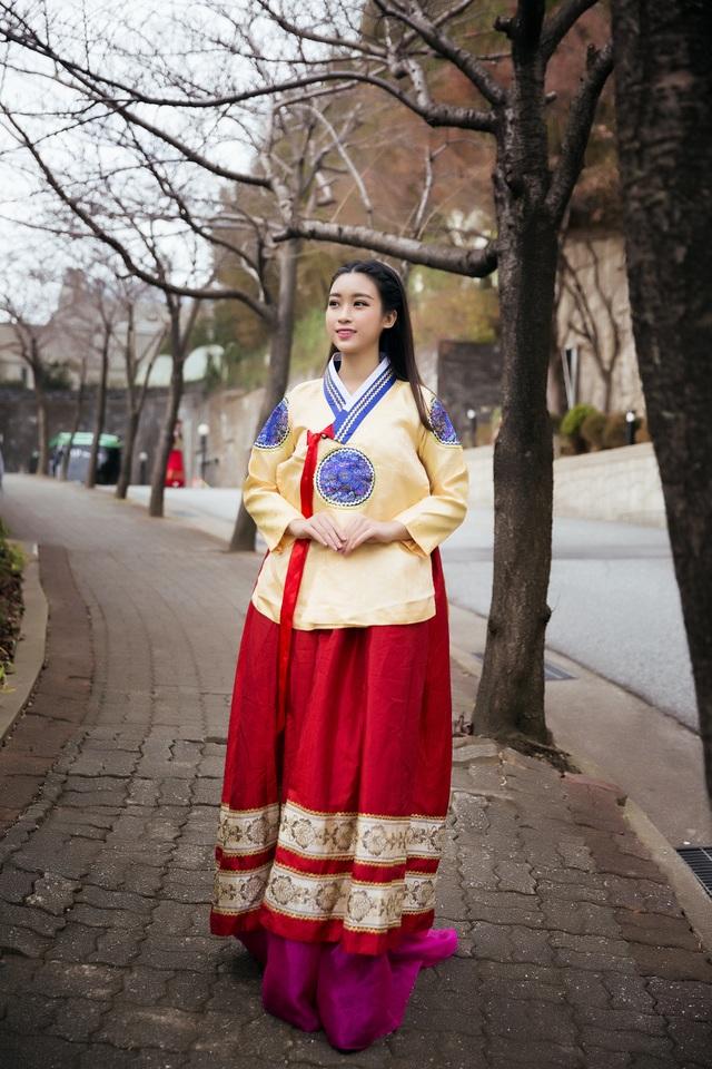 Hoa hậu Mỹ Linh, Á hậu Thanh Tú thăm thành phố cảng Busan - 10