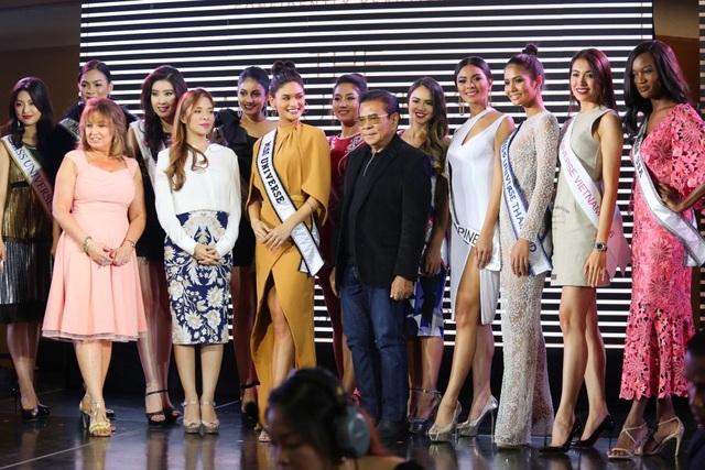 Cô cũng tham dự buổi tiệc cùng Miss Universe 2015 - Pia Wurtzbach và bà Paula M. Shugart - chủ tịch tổ chức Miss Universe.