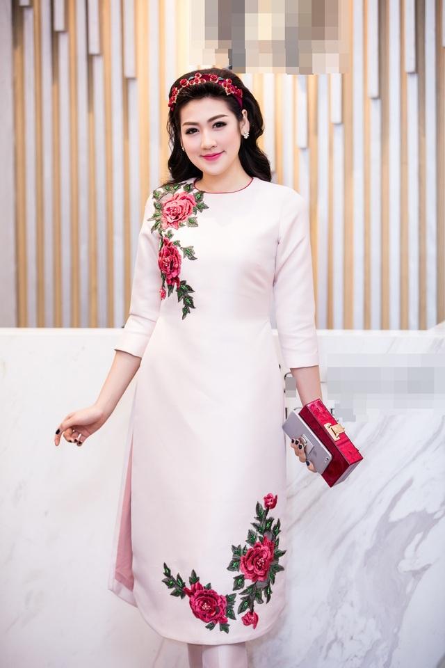 Á hậu Dương Tú Anh.