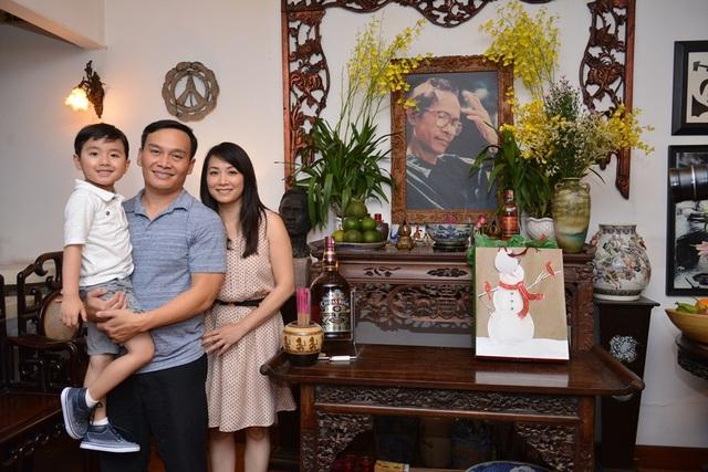 Thần đồng nhí cùng bố mẹ tưởng nhớ cố nhạc sĩ Trịnh Công Sơn.