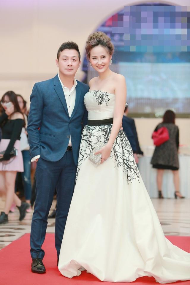 Khánh Ngân cùng MC Anh Tuấn là những thành viên trong ban giám khảo.