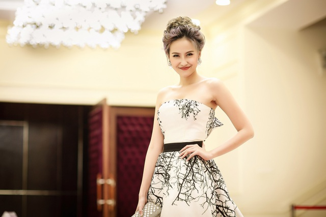 Thời gian gần đây, cô thường xuyên được mời ghế nóng các cuộc thi sắc đẹp dành cho các bạn trẻ.